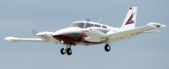 Livorno, cade piccolo aereo dopo lancio paracadutisti: morti i due piloti