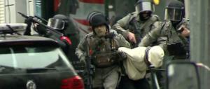 Il 54 per cento dei francesi favorevole alla tortura per far parlare i terroristi