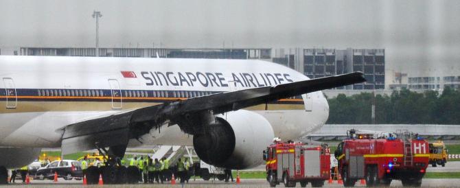 Attimi di panico a bordo: in fiamme il motore sul volo Singapore-Milano
