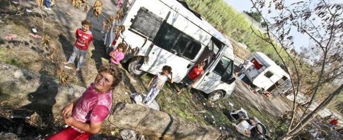 Sgomberato il campo rom di Giugliano, 200 sono bambini