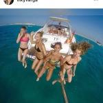 La modella in vacanza con le amiche.(Foto Instagram)