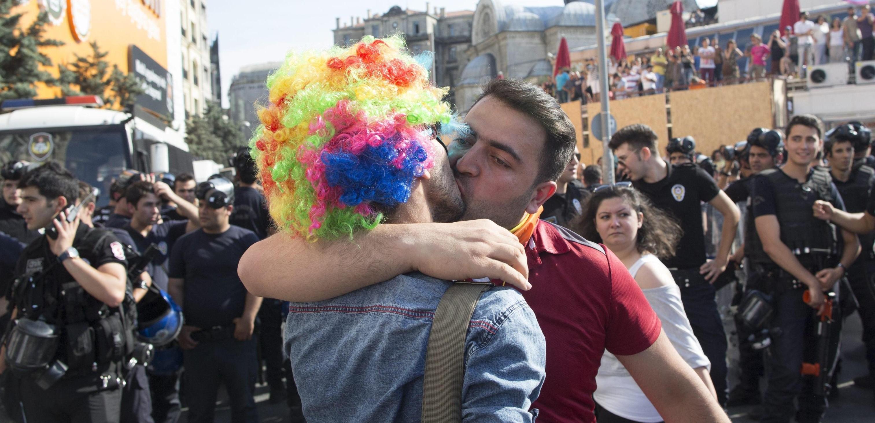 sito di incontri gay in Turchia Hookah sesso Atene