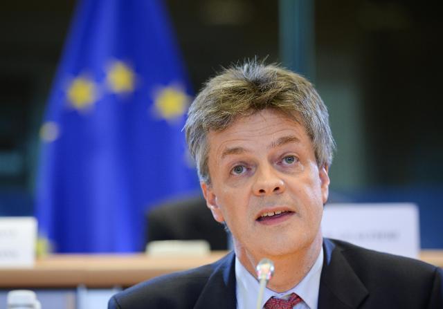 Bruxelles, lascia Lord Hill, lobbista uomo di Cameron troppo vicino alla City