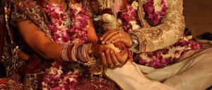 Pakistan, lega e brucia viva la figlia che voleva sposarsi per amore