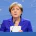 """La Merkel """"benedice"""" Macron: «Sarà un presidente forte». E se la ride"""