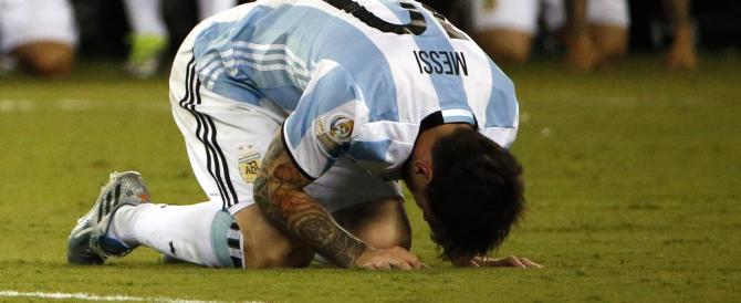 Argentina sotto choc: Messi in lacrime dà l'addio alla Nazionale (Video)