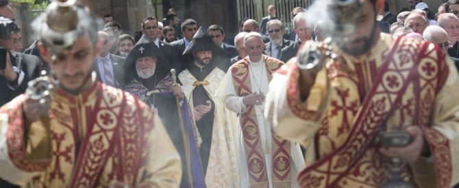 Il Papa dall'Armenia: «Isolare chi usa il nome di Dio per la sopraffazione»