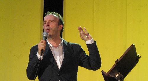 A Benigni l'Oscar del voltafaccia: voterò sì al referendum (video)