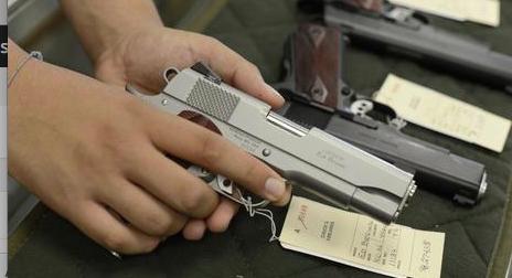 Armi a tutti negli Usa? Sempre di più gli americani contrari alla libera vendita