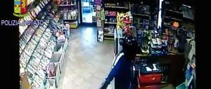 Prato, arrestato presunto rapinatore seriale: l'uomo agiva armato di bomba
