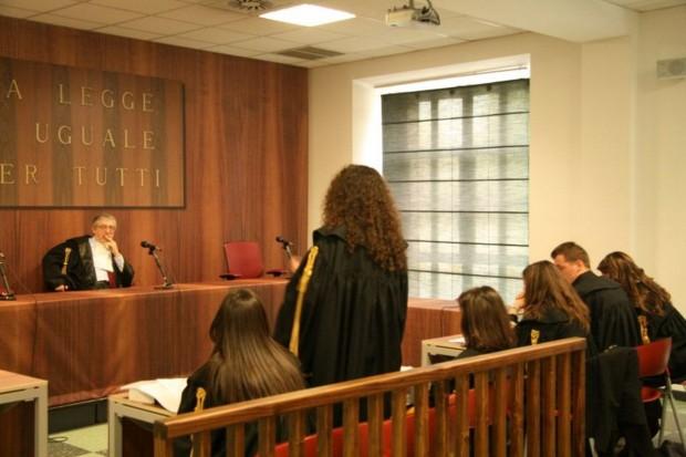 Avvocatessa assegnata alla difesa del ladro che l'ha derubata