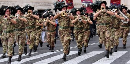 Nel Bresciano la festa dei Bersaglieri, un mito che resiste da 180 anni.