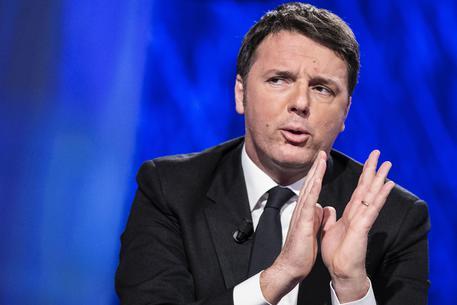 """L'imbarazzante governo Renzi, tra selfie, """"bufale"""" ed """"ecoballe"""""""