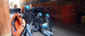 Matteo Salvini a Bologna: gli scontri tra polizia e centri sociali (il video)