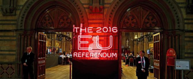 Brexit, la stampa inglese saluta: «Ci vediamo dopo», «Siamo fuori»