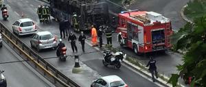 Ancora incidenti sui mezzi pubblici: bus in fiamme nel centro di Roma