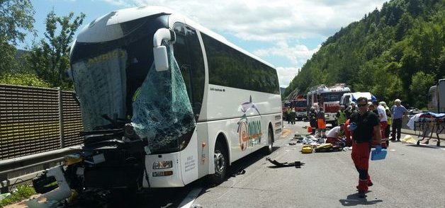 Austria, scontro bus-tir: coinvolti 46 pellegrini italiani, tre gravi