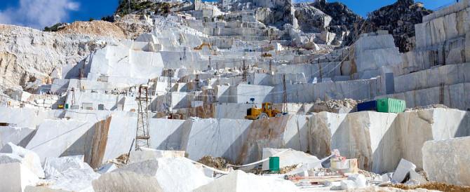 """E da Carrara arriva """"Michelangelo"""", il primo tacco femminile tutto di marmo"""
