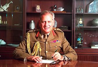 L'ex capo delle forze armate della Regina ci ripensa e voterà per la Brexit