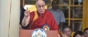 Il Dalai Lama: «Troppi profughi, la Germania non diventi un paese arabo»