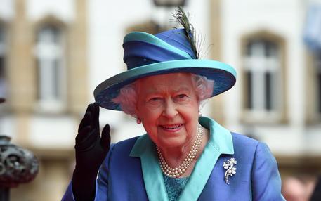 Londra fuori dall'Ue. Parla la regina Elisabetta: «Sono ancora viva, eh…»