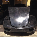 """A scoprire il """"master"""" di una F360 Modena, cioè il modello che poi sarebbe stato utilizzato come base per clonare altre decine di automobile, è stata la Guardia di Finanza di Ponte Chiasso, sul confine tra Como e la Svizzera."""