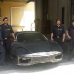I militari hanno trovato su un articolato un modello grigio che, a colpo d'occhio, poteva sembrare una Ferrardi F360 Modena.