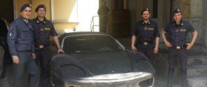 Ora taroccano pure le Ferrari: ecco come facevano i falsari (Foto)