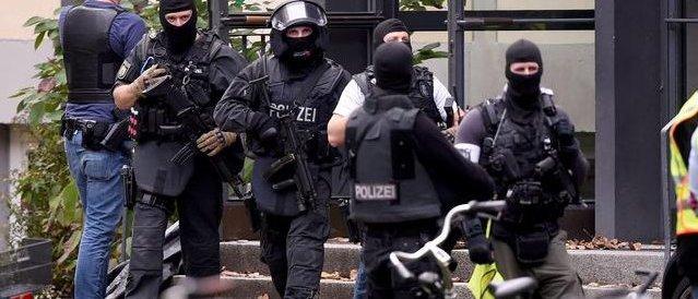 Germania, uomo spara in un cinema e prende ostaggi: ucciso dalla polizia