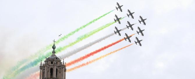 La grande magia delle Frecce tricolori chiude la parata del 2 giugno (video)