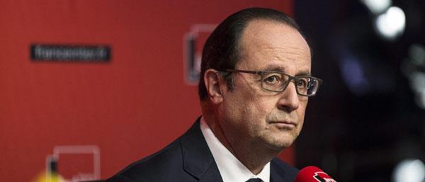 Le Pen: «I francesi non sono protetti». Hollande pensa a uno stop per i cortei