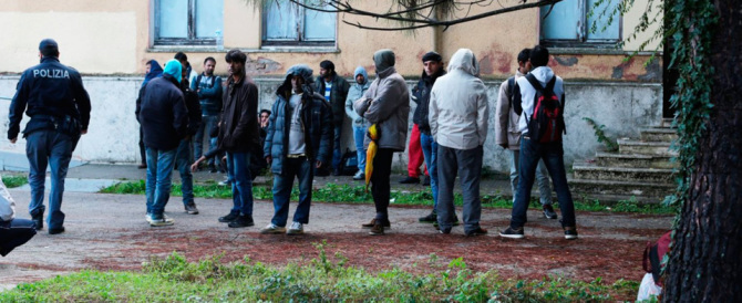 Immigrati al palasport. Le madri di Ventimiglia contro il sindaco: e i nostri figli?