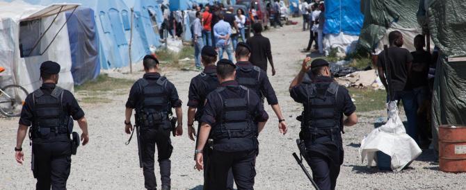 L'immigrato ucciso ha aggredito più volte i carabinieri prima dello sparo