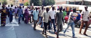 Immigrato ucciso, migranti in protesta: sale la tensione a San Ferdinando