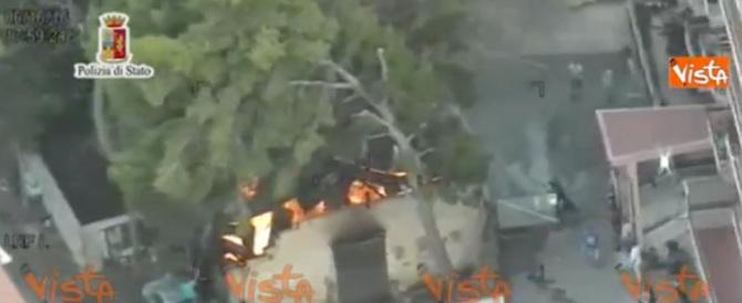La Sicilia brucia, le immagini degli incendi che stanno devastando l'isola (video)
