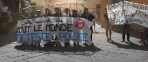Lucca, Renzi ancora contestato. La polizia allontana i manifestanti