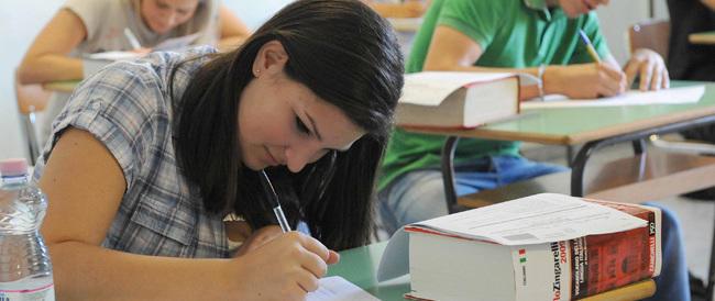 """Maturità, studenti alle prese con il temutissimo """"quizzone"""", il terzo scritto"""