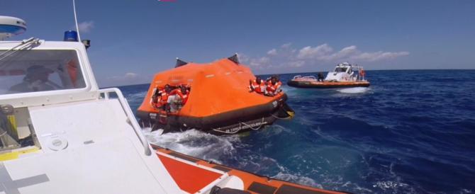 Migranti, nuova ondata di flussi dalla Libia, 5000 persone in salvo (video)