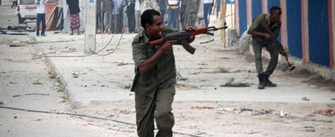 Attacco di al Shabaab a Mogadiscio. Presi in ostaggio gli ospiti di un hotel