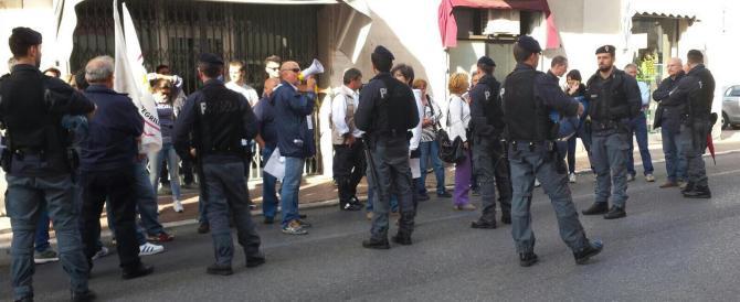 Banca Etruria, la Boschi contestata in piazza a Piombino (video)