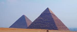 L'Isis sotto attacco annuncia: «Faremo saltare in aria le grandi piramidi»