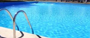 Orrore nel Sannio: bambina trovata morta e senza vestiti in piscina