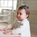 Oggi Charlotte ha un anno. La madre le scatta spesso foto che pubblica sui social network. (Foto Twitter)