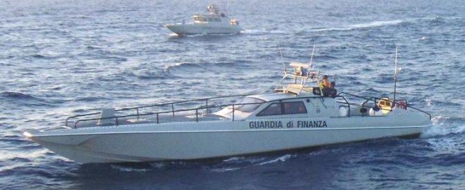Sedici migranti sbarcano in Calabria, arrestati due scafisti ucraini