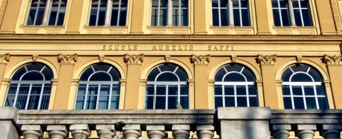 Paura in una scuola a Carrara, cade un cancello e ferisce due bambini