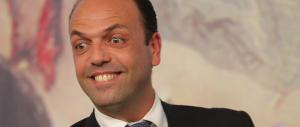 Alfano contestato alla Camera da Fdi e M5S: dimettiti. Ma Giachetti lo difende