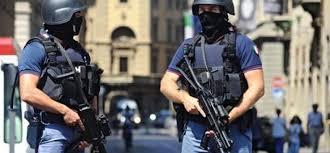«Il rischio di attentati in Italia è alto»: agenti armati anche fuori servizio