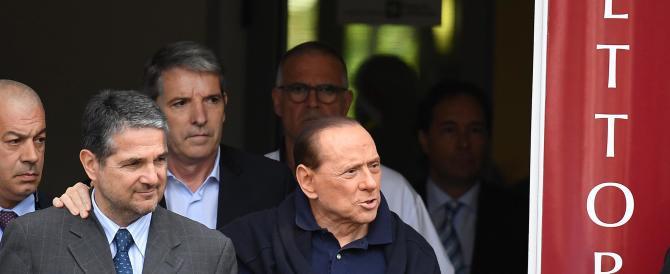 Berlusconi dimesso dall'ospedale: «Spero di essere ancora utile all'Italia»