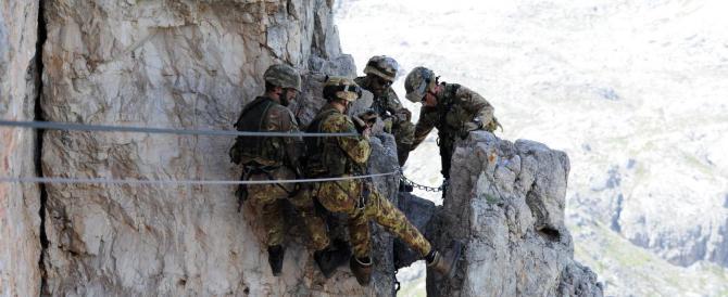 Così l'Esercito si addestra fra ascensioni e tecniche di soccorso (fotogallery)