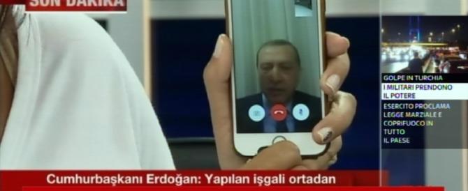 Il paradosso di Erdogan: censura i social, ma proprio i social lo salvano